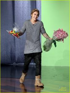 Justin biebs ellen awks