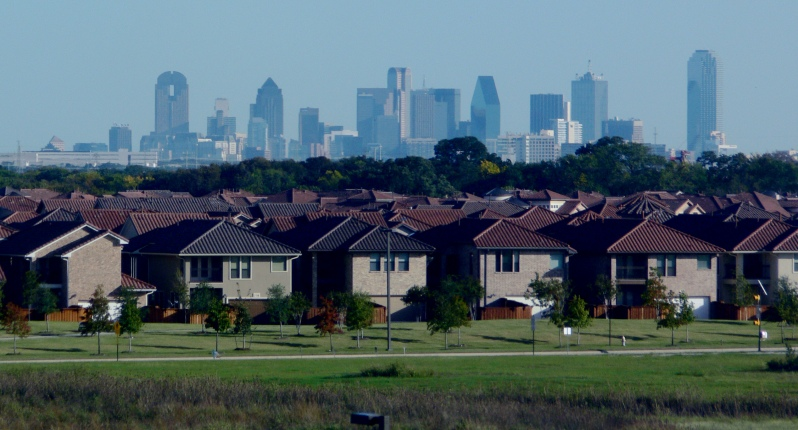 Dallas_skyline_and_suburbs